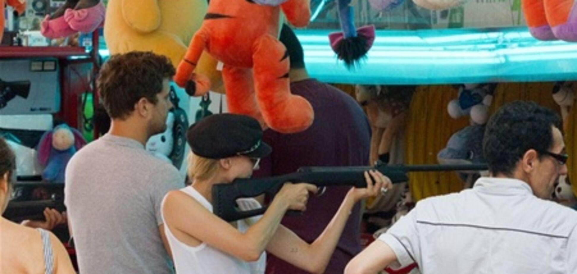 Дайан Крюгер умеет обращаться с оружием. Фото