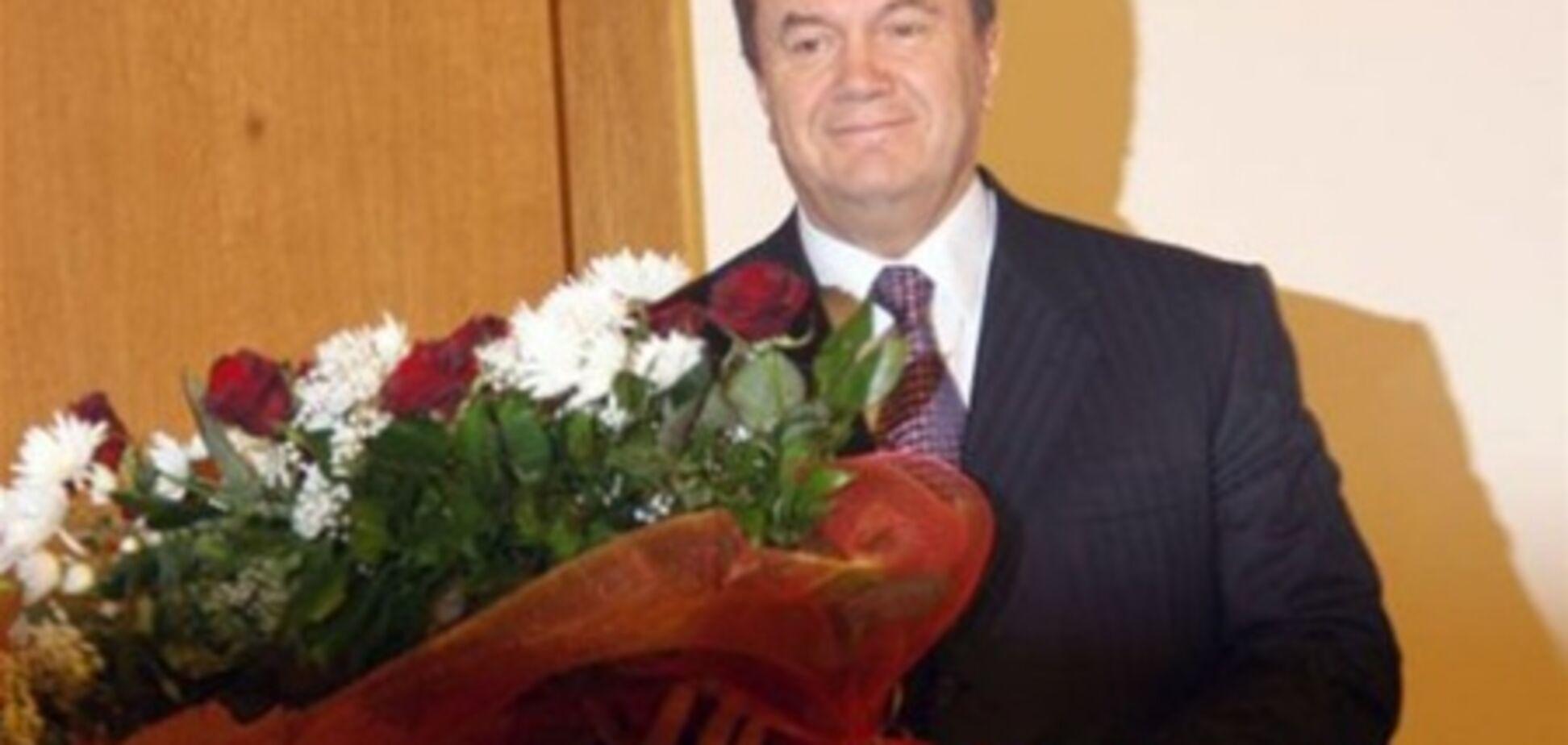 90 регіоналів у Криму вітають Януковича