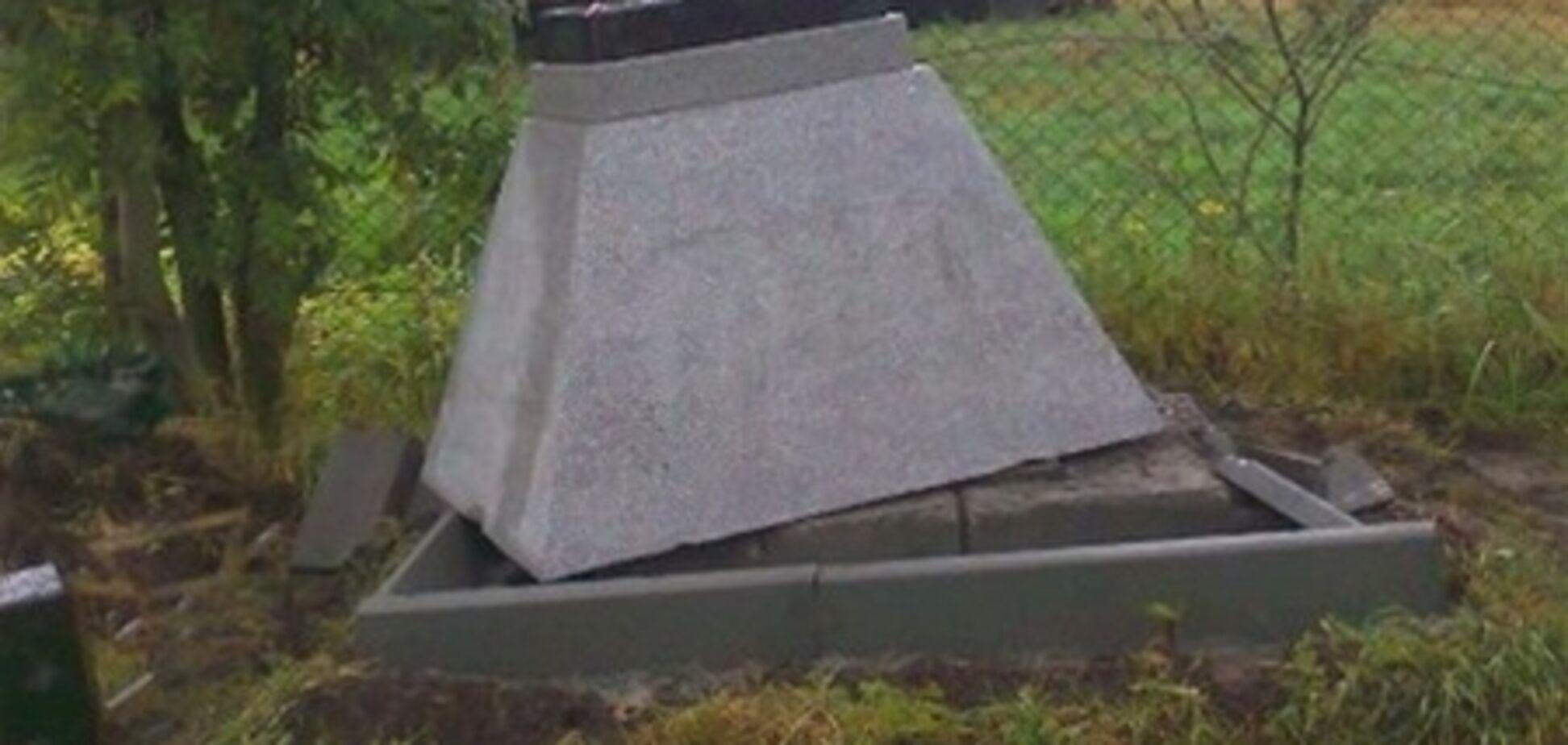 Памятник воинам УПА разрушили на Львовщине