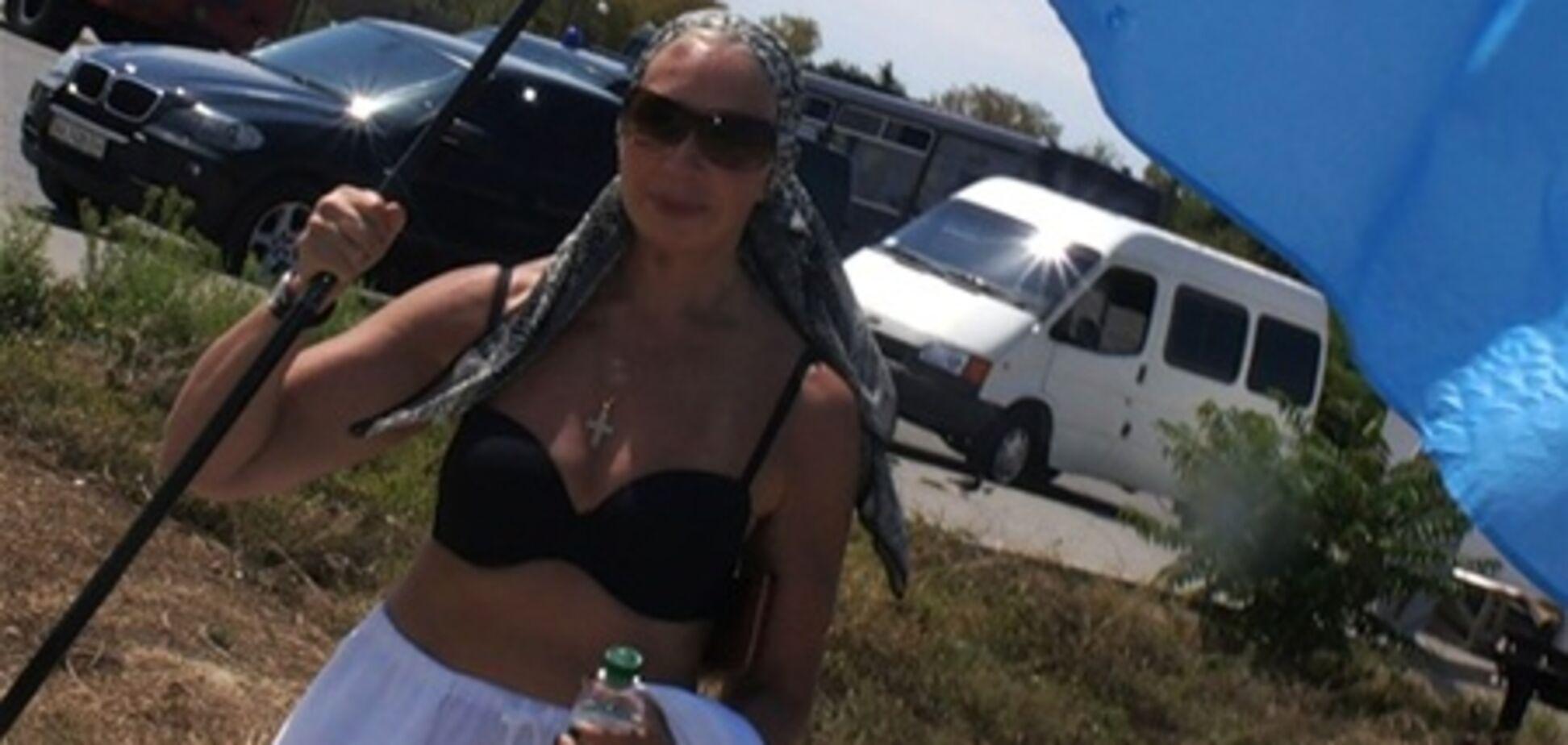Васильєва оголила груди перед Януковичем. Фото