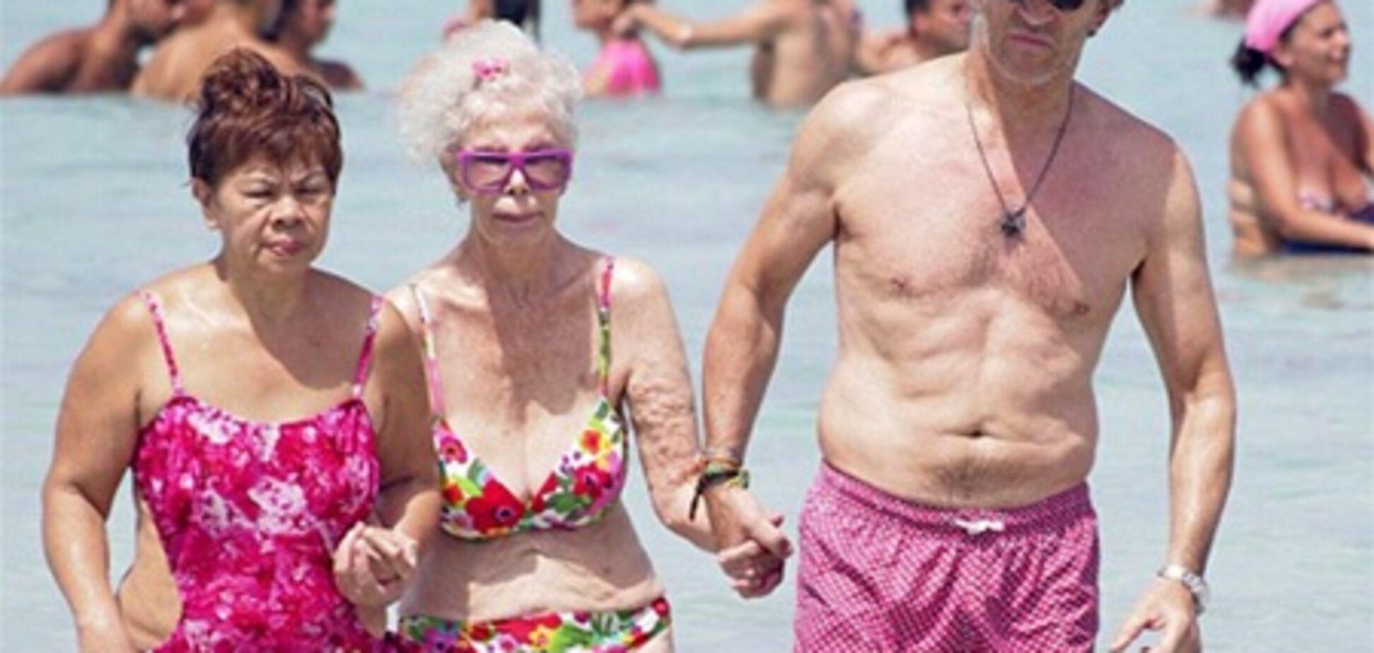 Испанская герцогиня отожгла на пляже. Фото