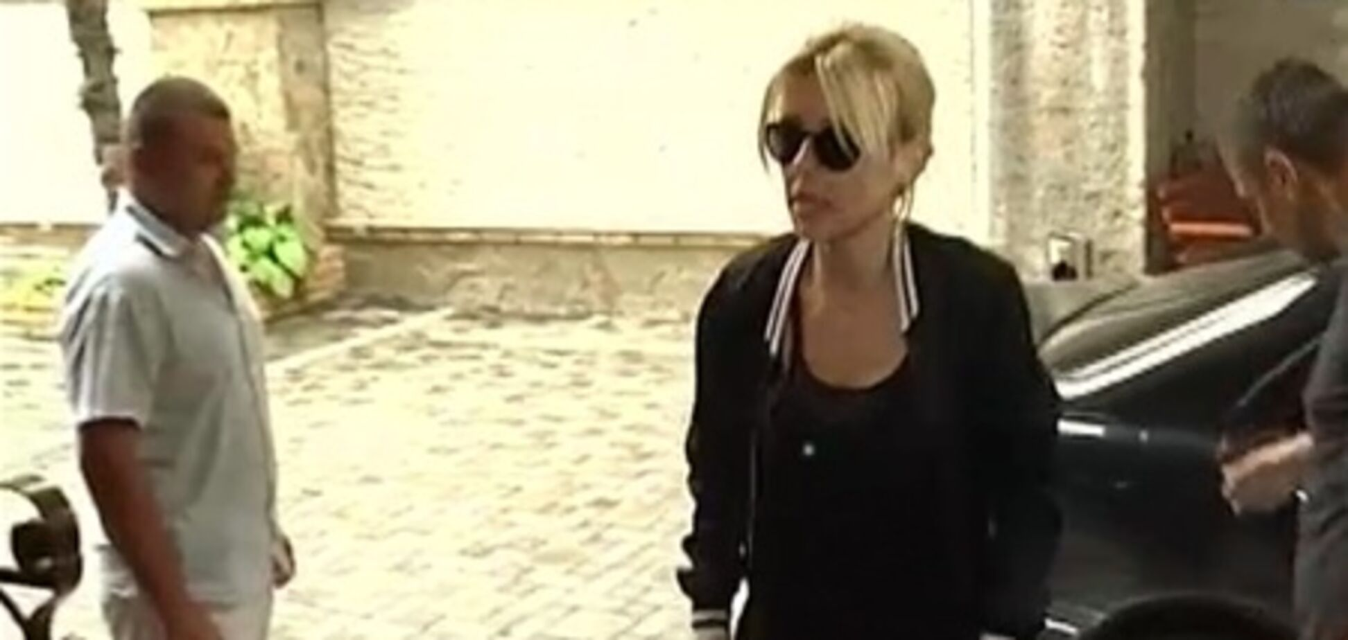 Кароль в Крыму красуется в кроссовках за 700$