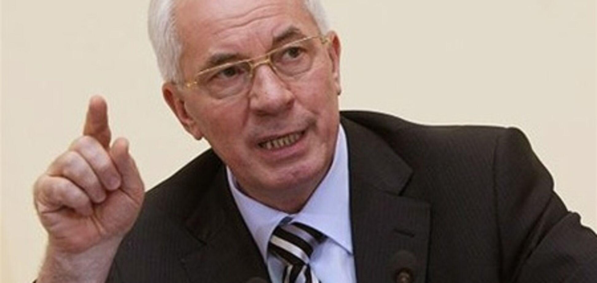 Азаров засуджує політиків-тезок