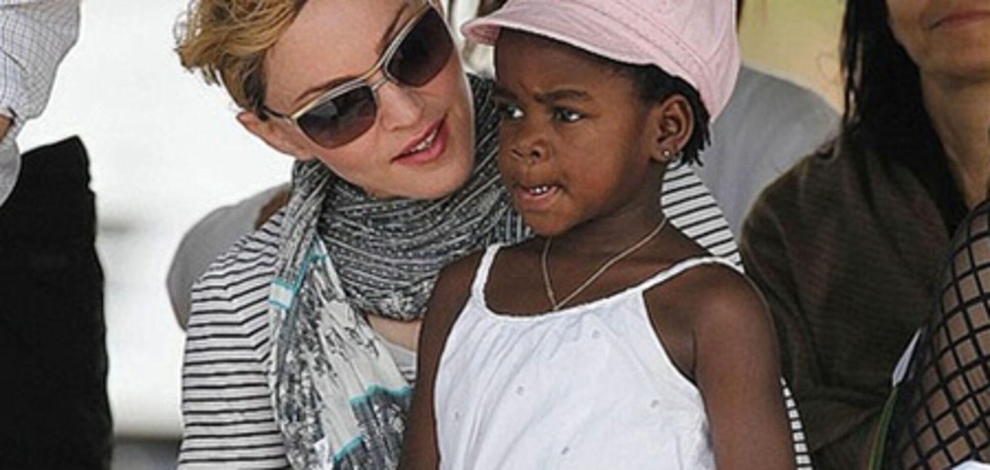 Дочь Мадонны охраняют 3 телохранителя