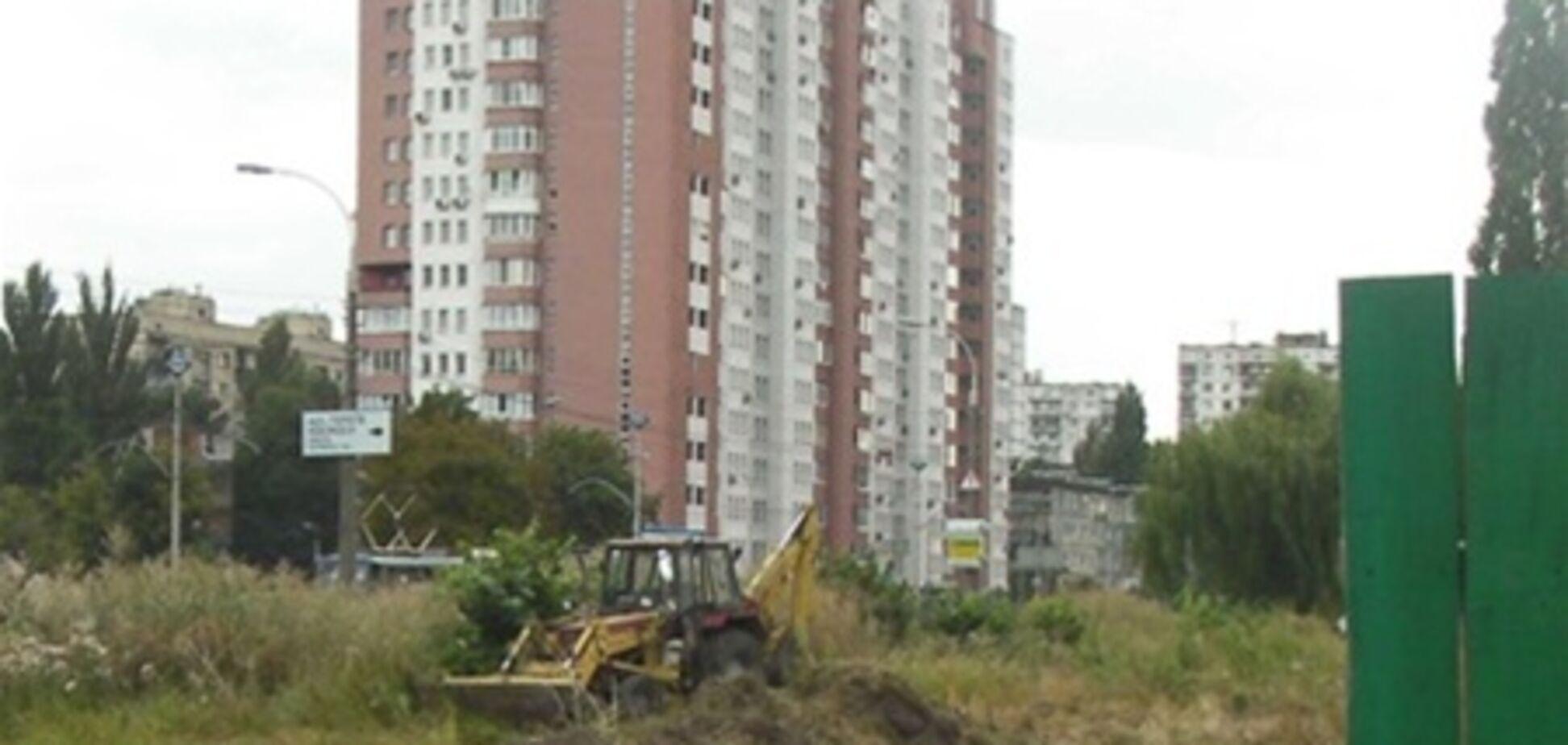 Вместо сквера на Борщаговке строят АЗС