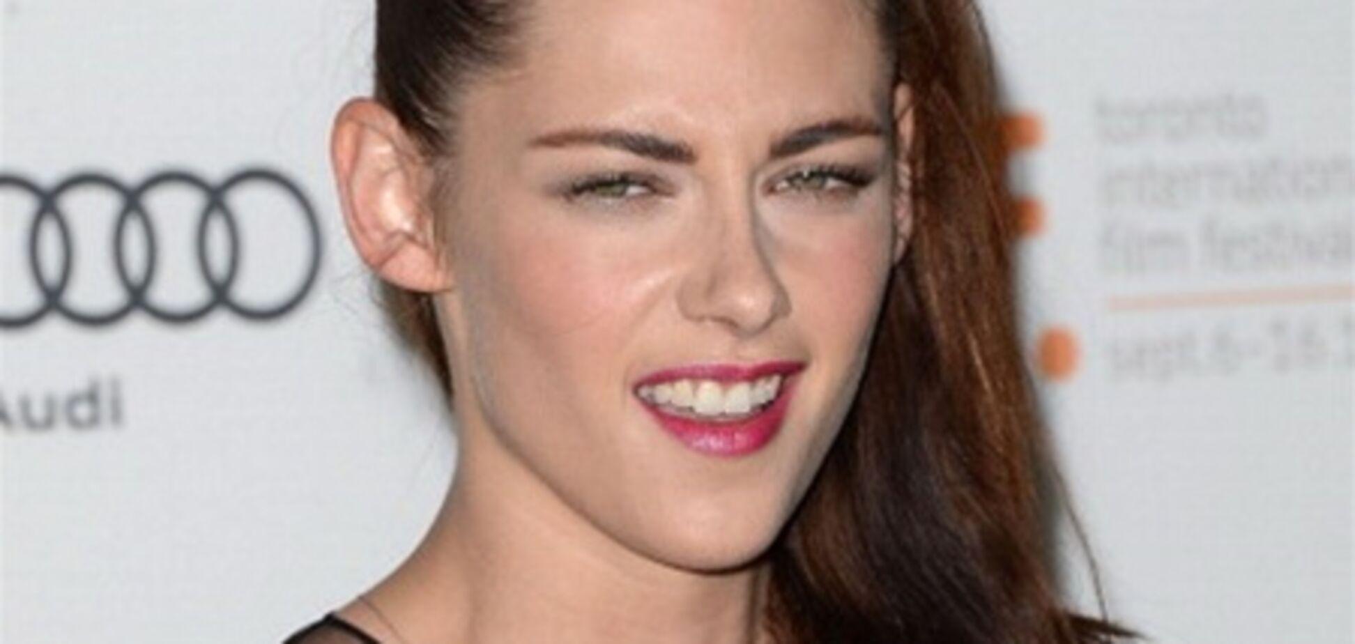 Кристен Стюарт на кинофестивале в Торонто: пытается улыбаться...