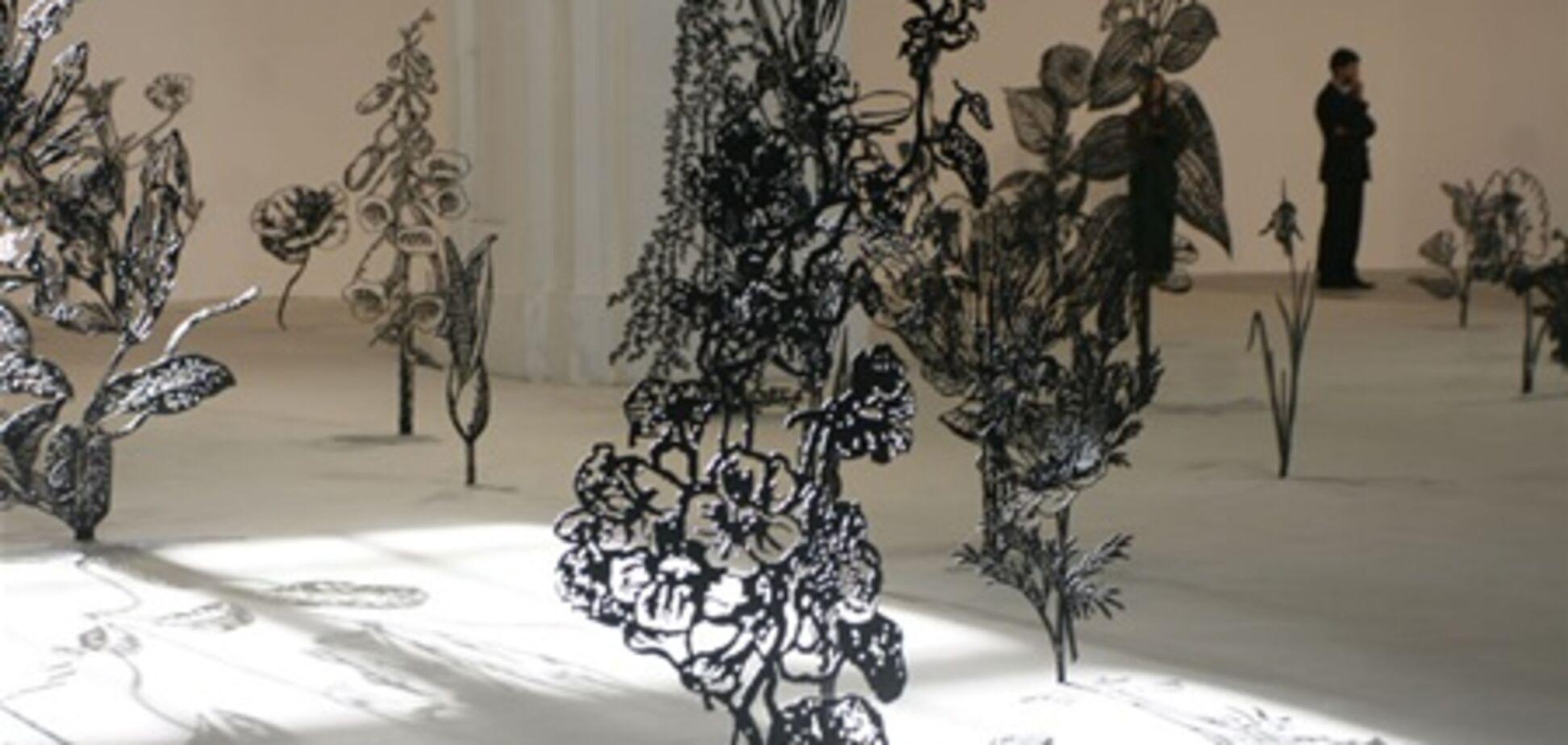 На Большом скульптурном салоне покажут розовых лошадей и черные цветы