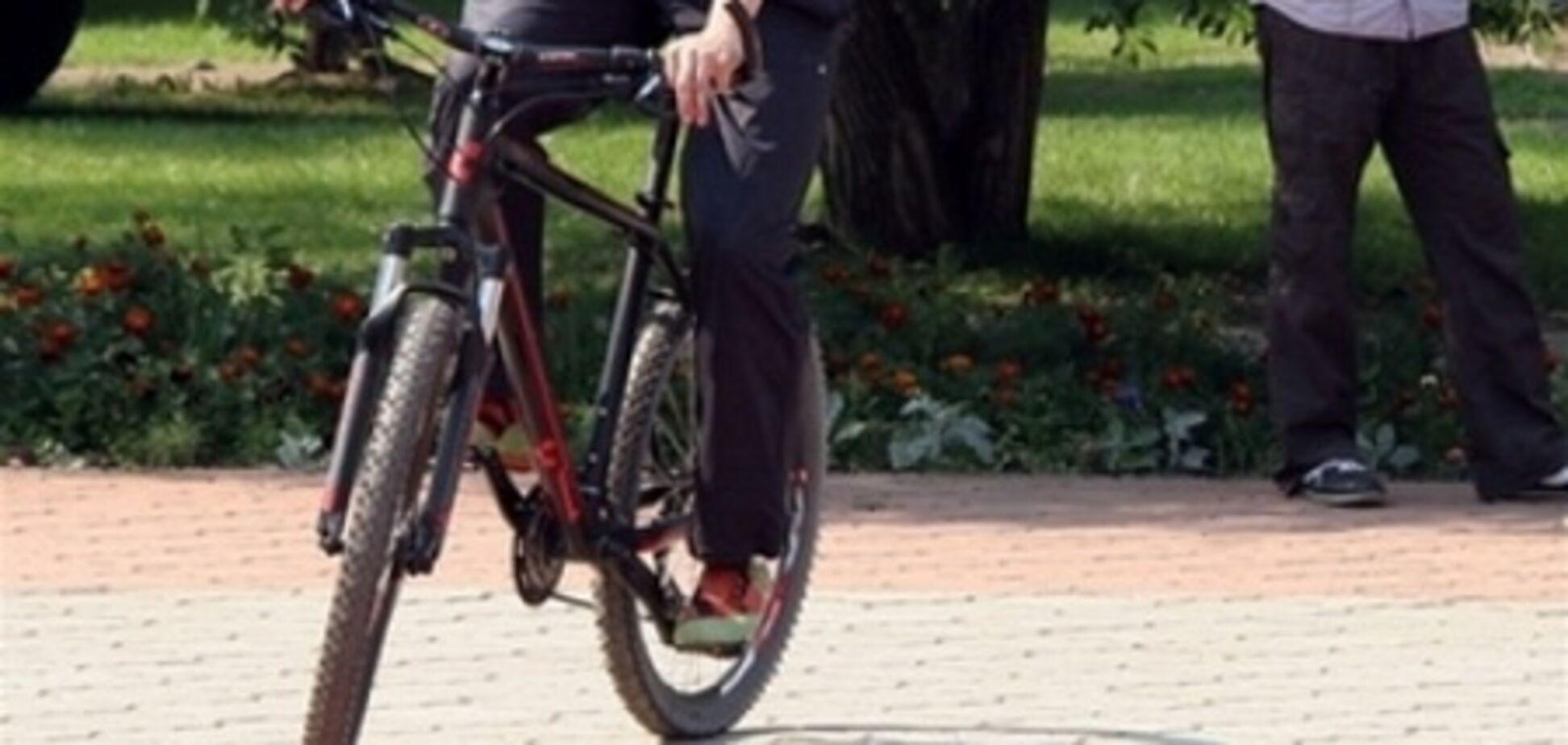 На Троещине велосипедист сбил трехлетнего ребенка