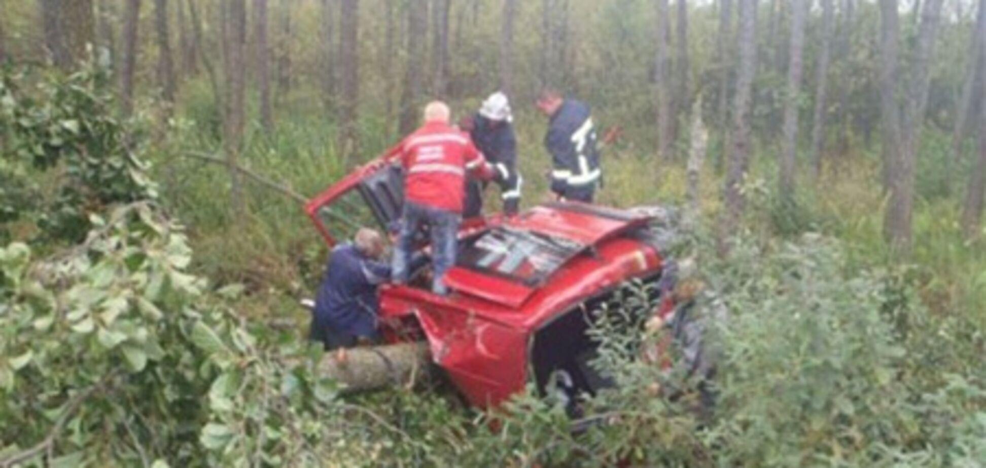 На Волыни легковушка врезалась в дерево: трое погибших