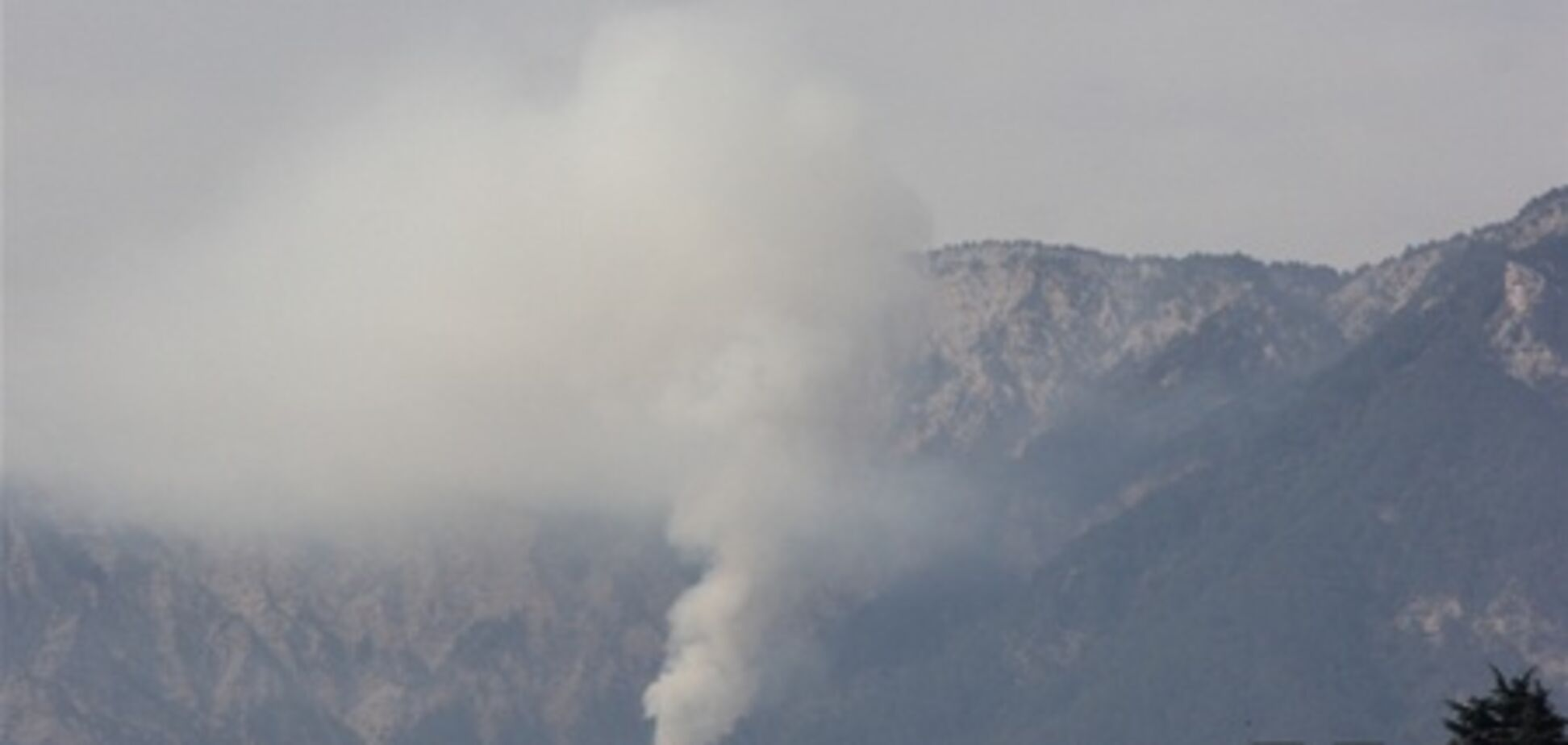 Вблизи Ялты горит лес