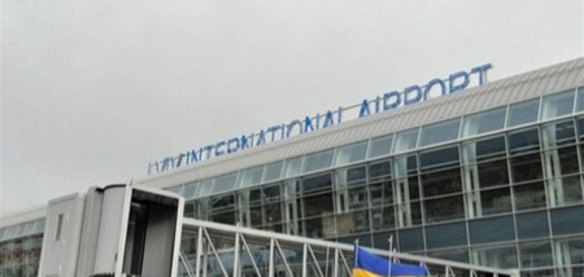 Во Львове подросток 'минировал' аэропорт и ТЦ, чтобы насолить отцу