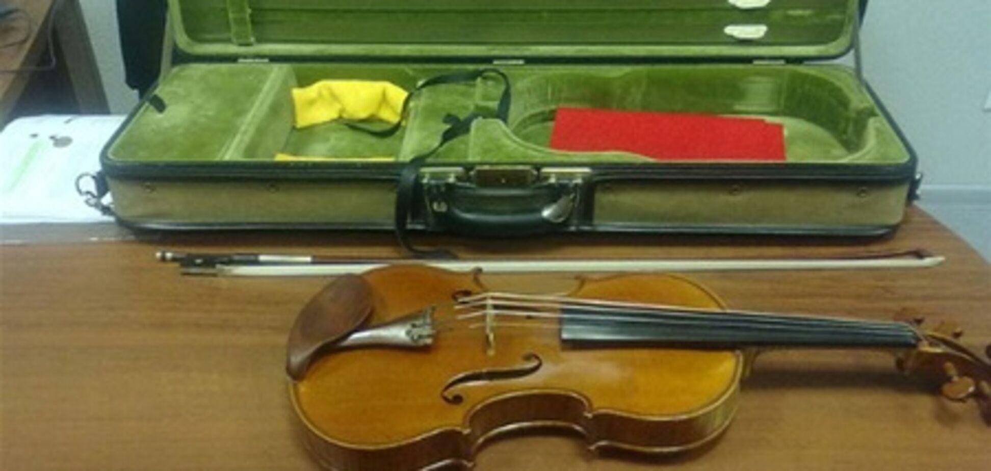 В аэропорту 'Киев' поймали пассажира с раритетной скрипкой