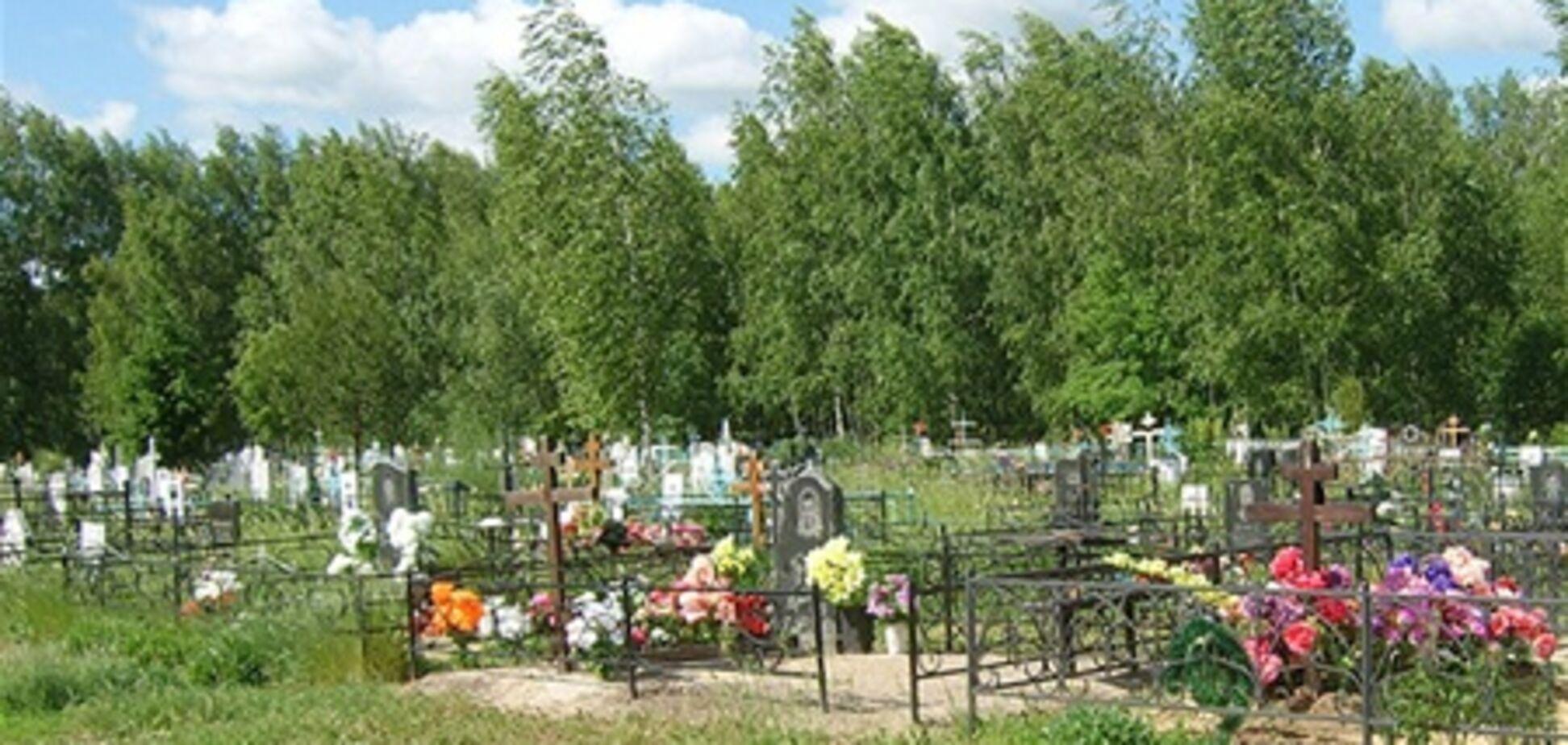 Депутат Волынской области получал взятки за места на кладбище