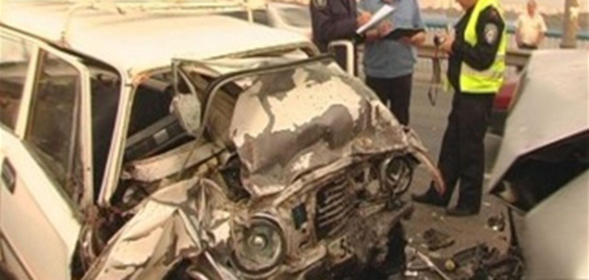 На Московском мосту 'Жигули' перебросило через отбойник, погиб водитель