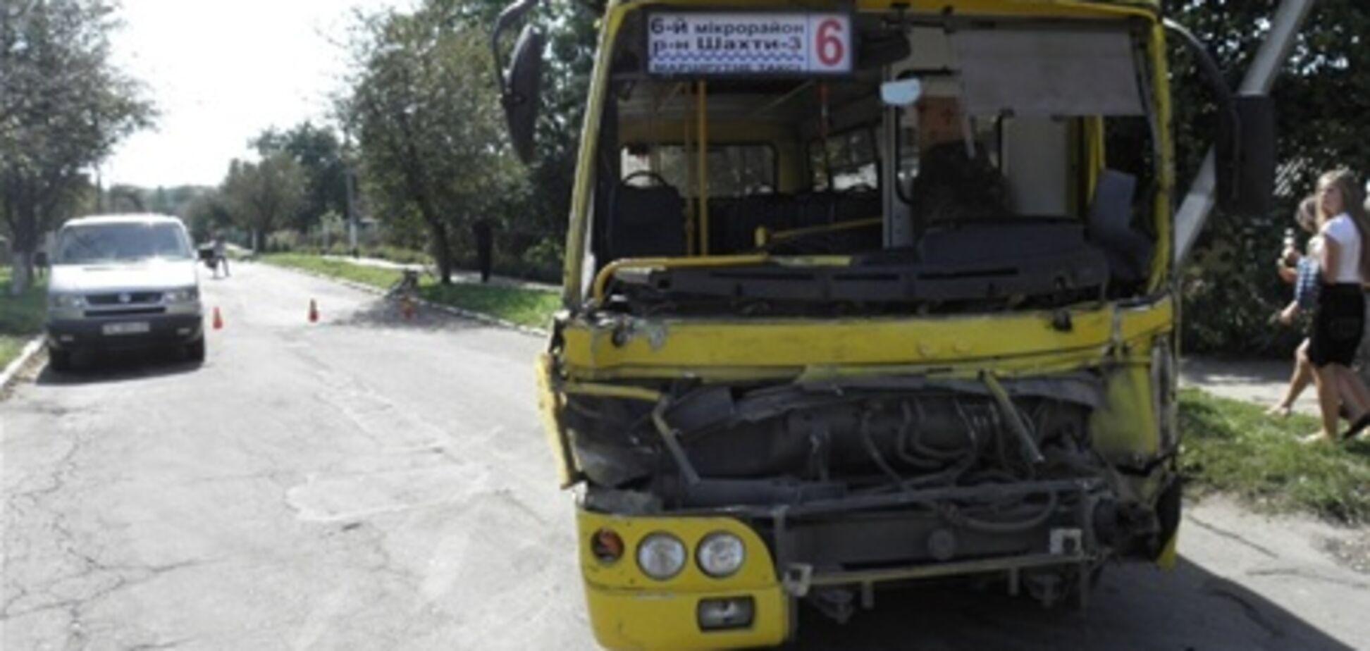 На Волыни маршрутка столкнулась с грузовиком: 11 пострадавших