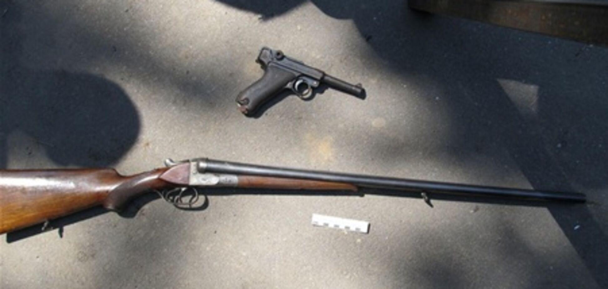 На Запорожье охотник случайно выстрелил в дочь и жену