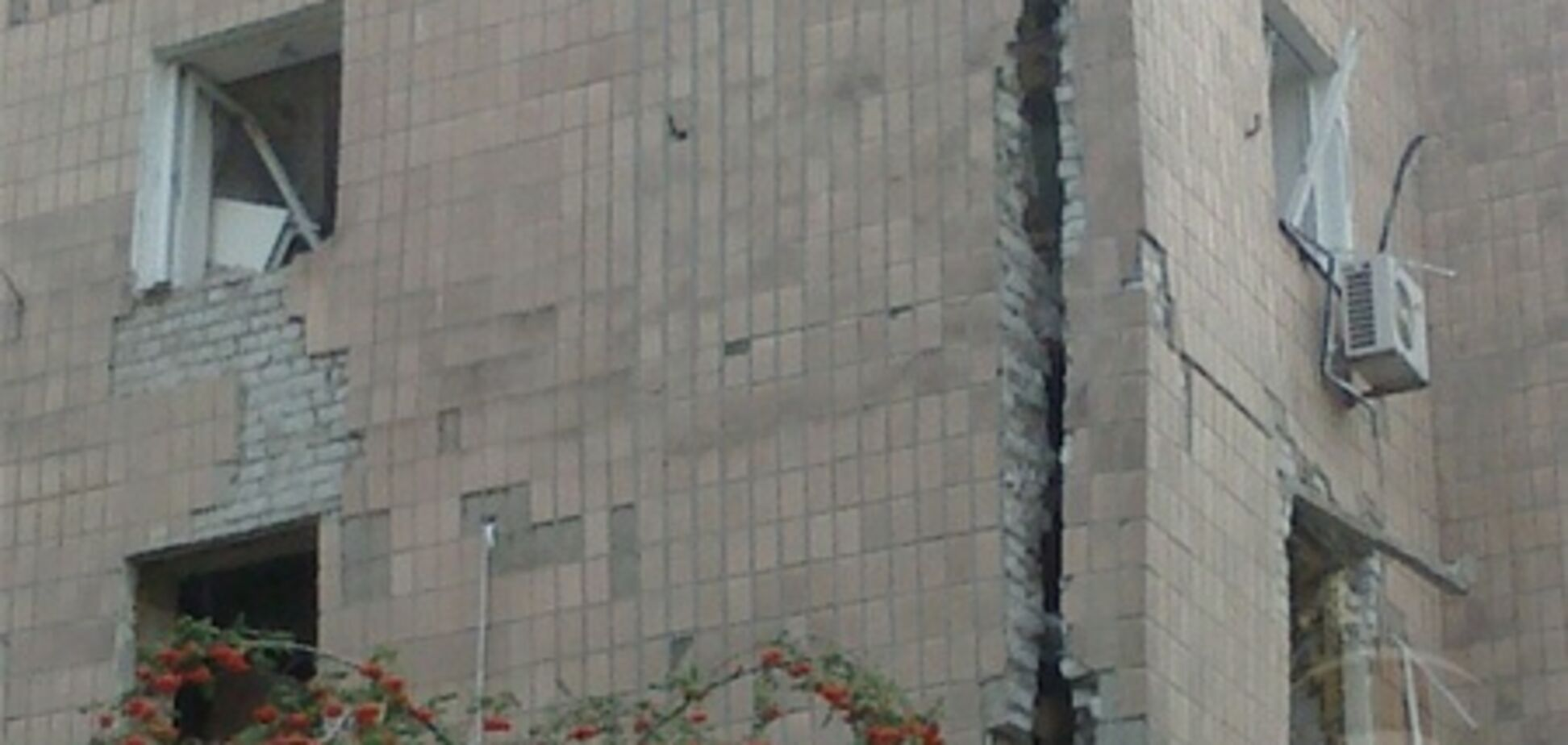Жителей поврежденного взрывом харьковского дома поселили в отель