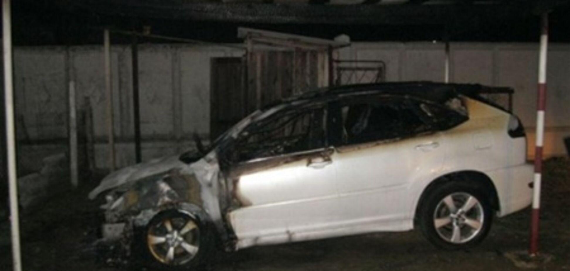 На Одесщине сожгли Lexus оппозиционного депутата