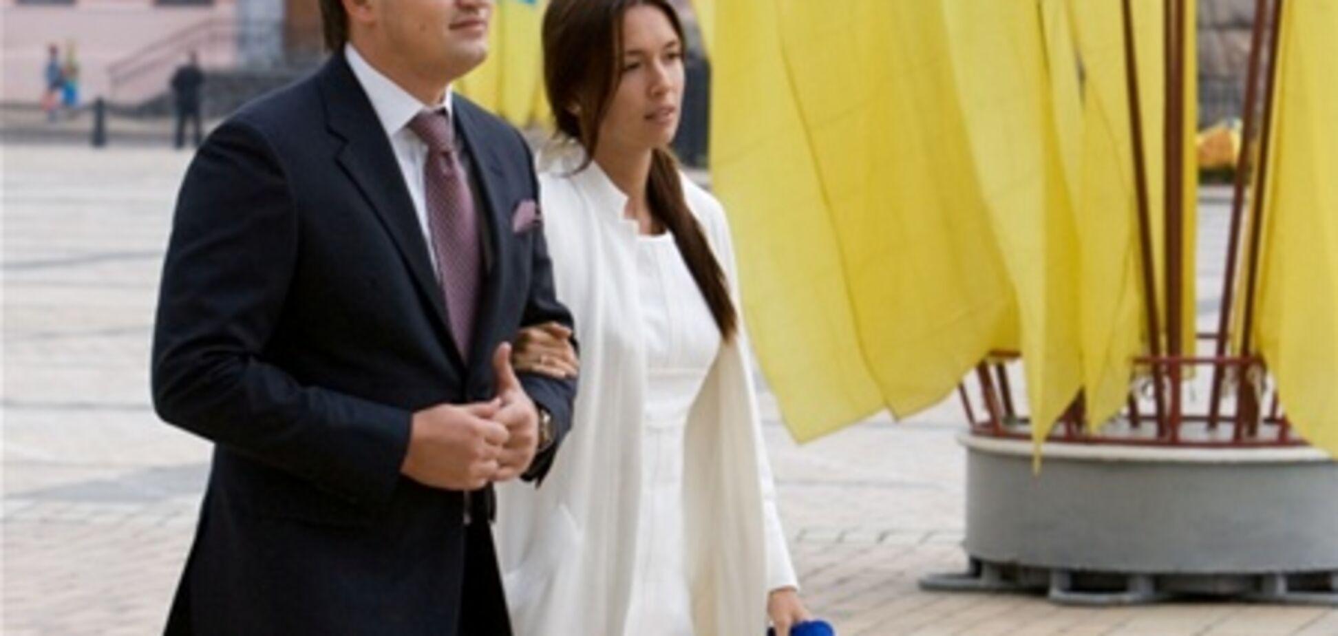 Лизе Ющенко нельзя носить ботфорты, а невестке Януковича - атлас