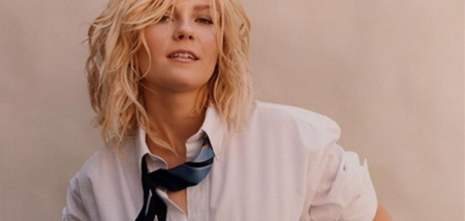 Кирстен Данст: тюль вместо юбки, галстук, чертовы рожки