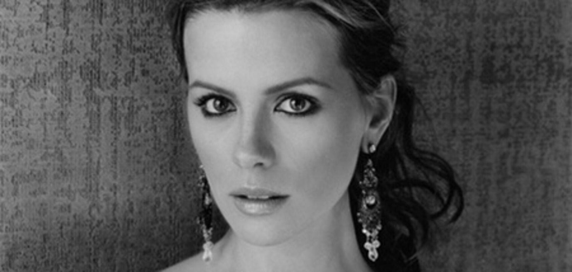 Перепуганная, но красивая Кейт Бекинсейл