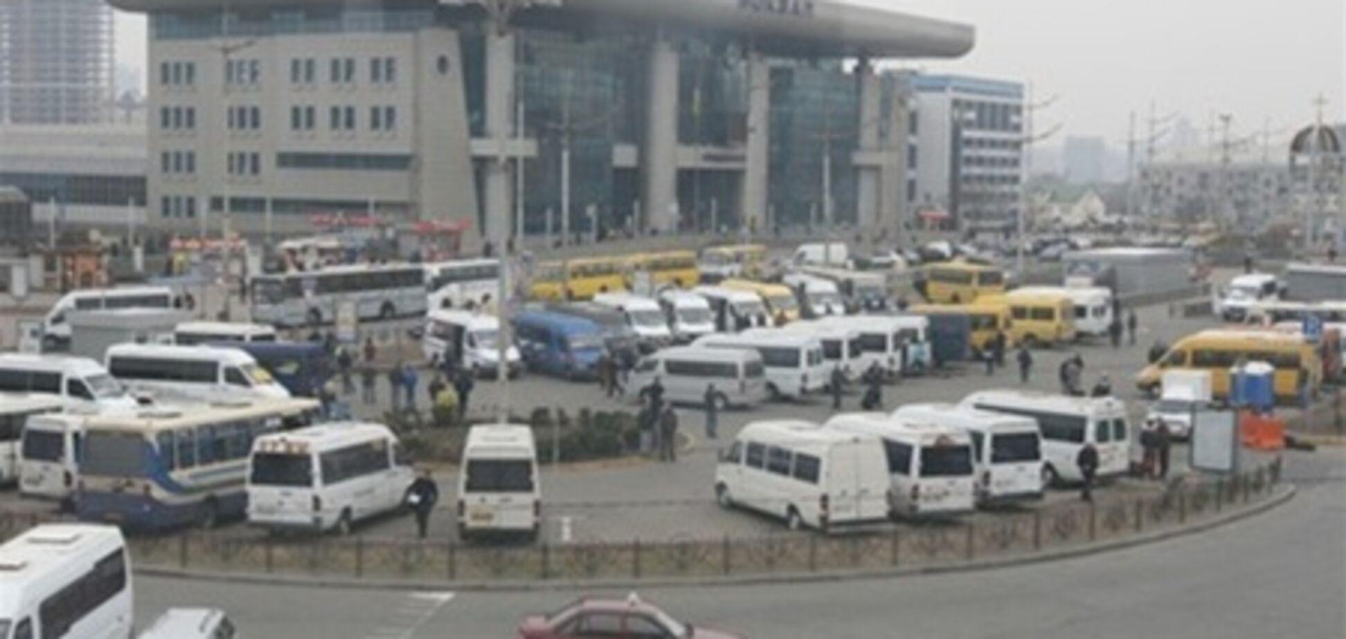 От киевского ж/д вокзала ездят опасные маршрутки - прокуратура