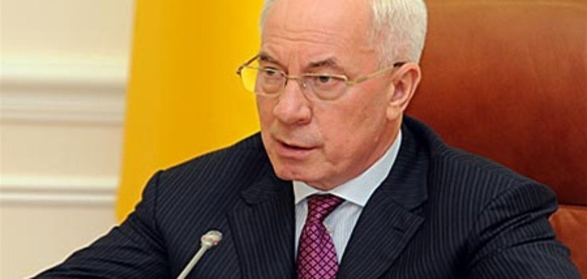 Азаров считает низкой долю кредитов в общем объеме капиталовложений