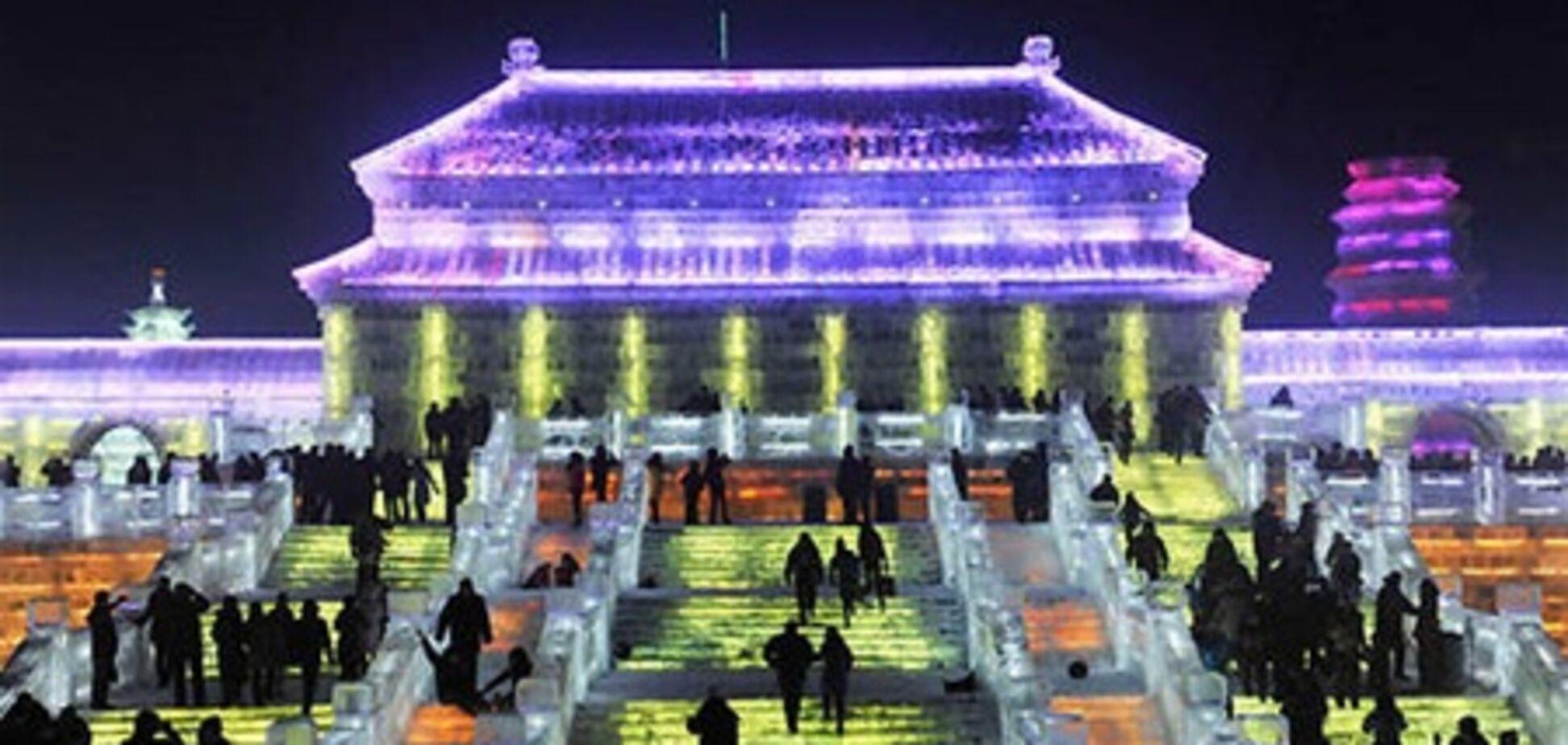 В Китае построили крупнейший в мире дворец изо льда