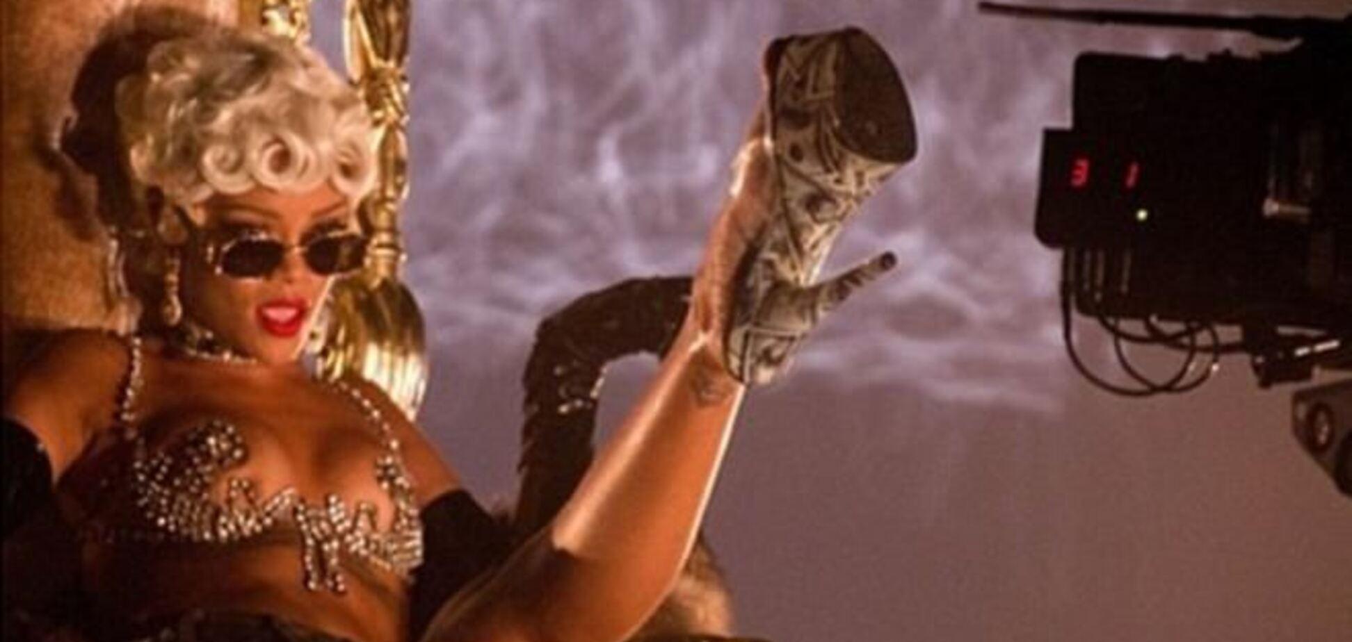 Рианна похвасталась ярким лифом для Pour It Up