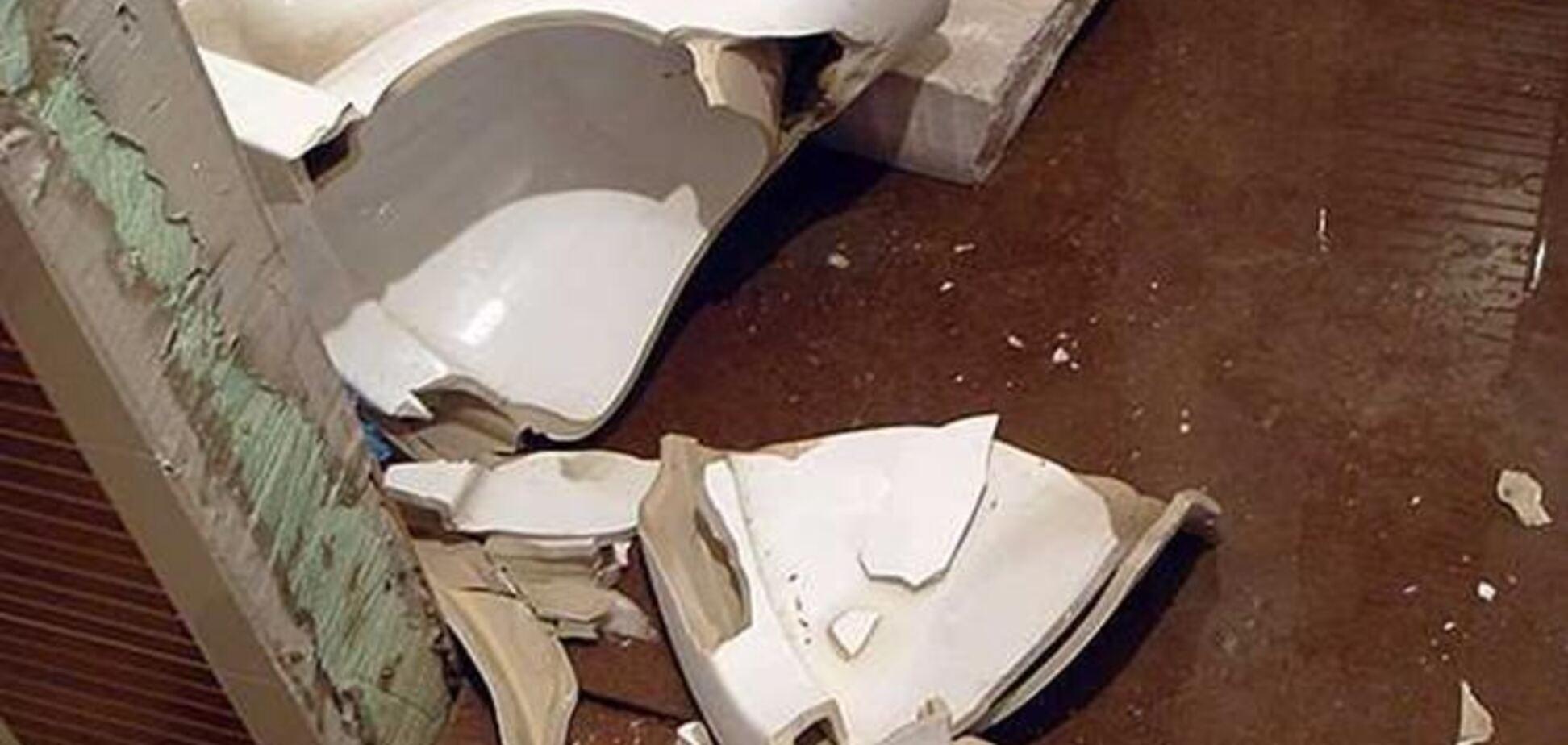 Житель Нью-Йорка пострадал при взрыве унитаза