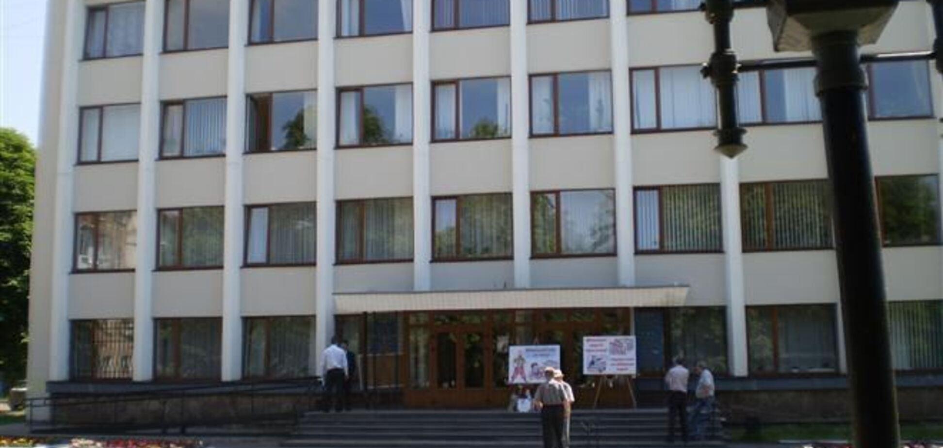 Житель Червонограда облил себя бензином и поджег перед горсоветом