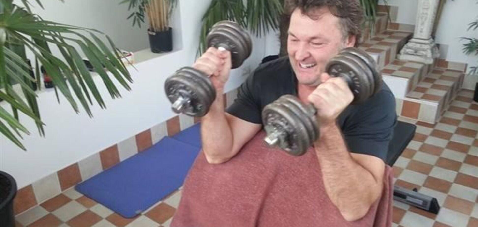 Экс-депутат показал накачанные мышцы