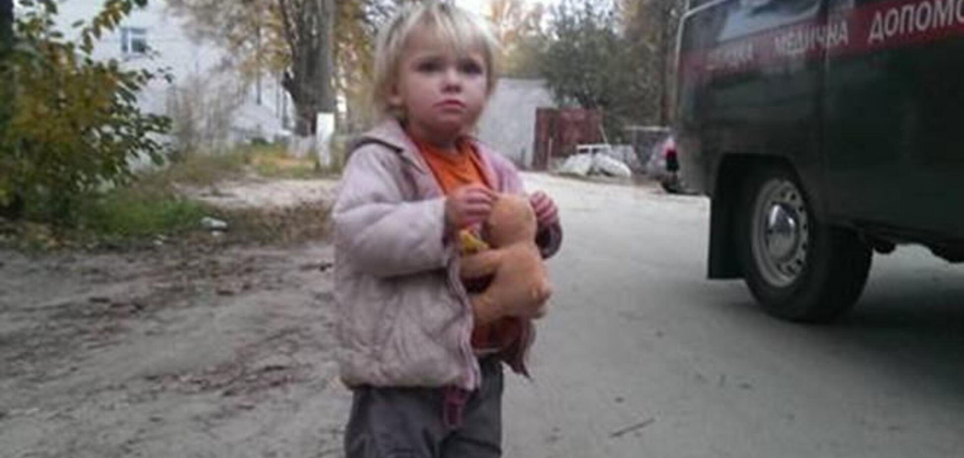 В Киевской области на АЗС подкинули двухлетнюю девочку: ее зовут Катя