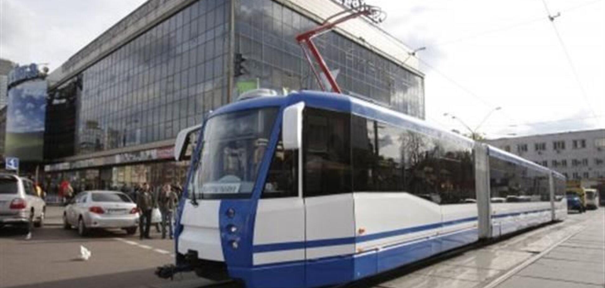 В Киеве из-за ЧП остановился скоростной трамвай