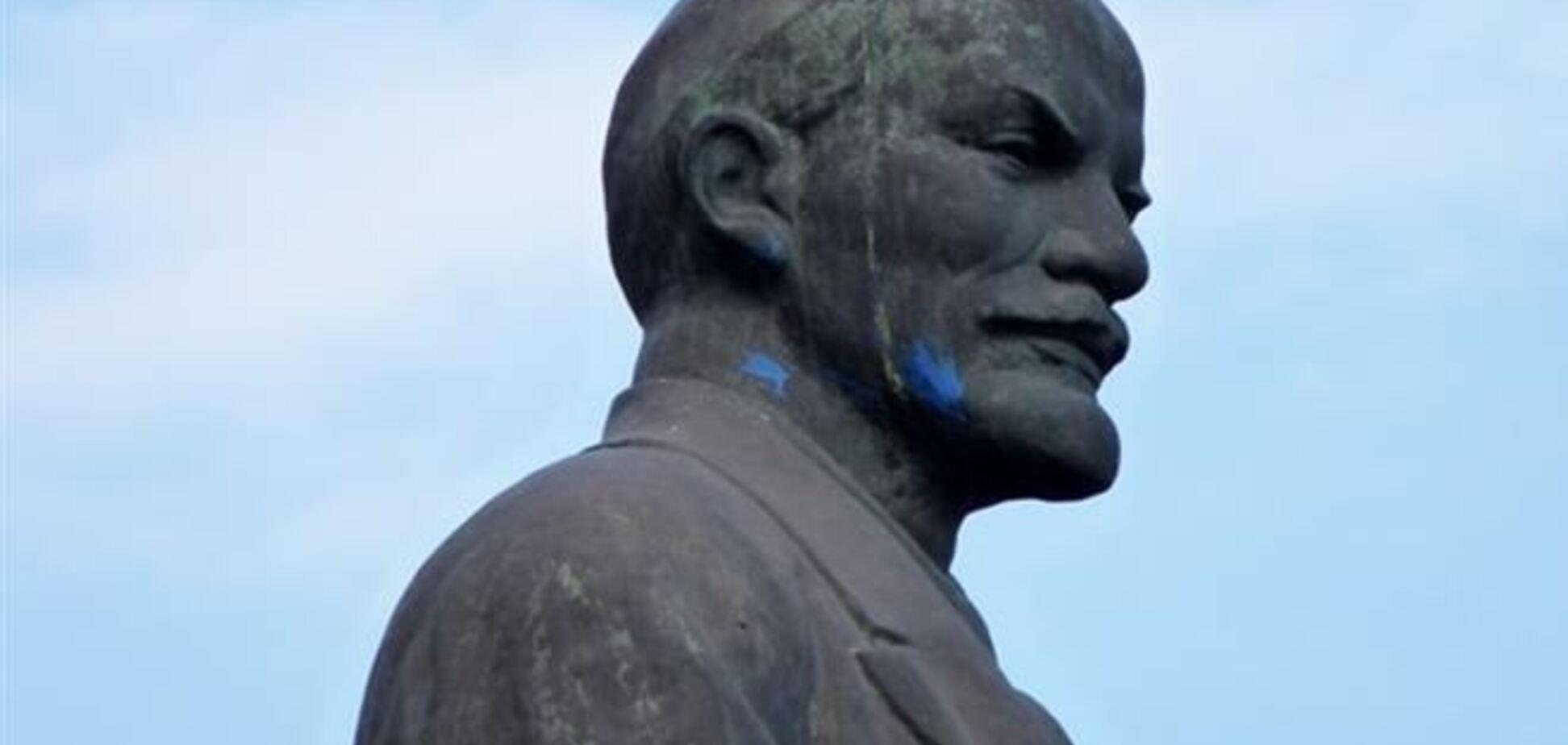 В Днепродзержинске вандалы оторвали Ленину нос