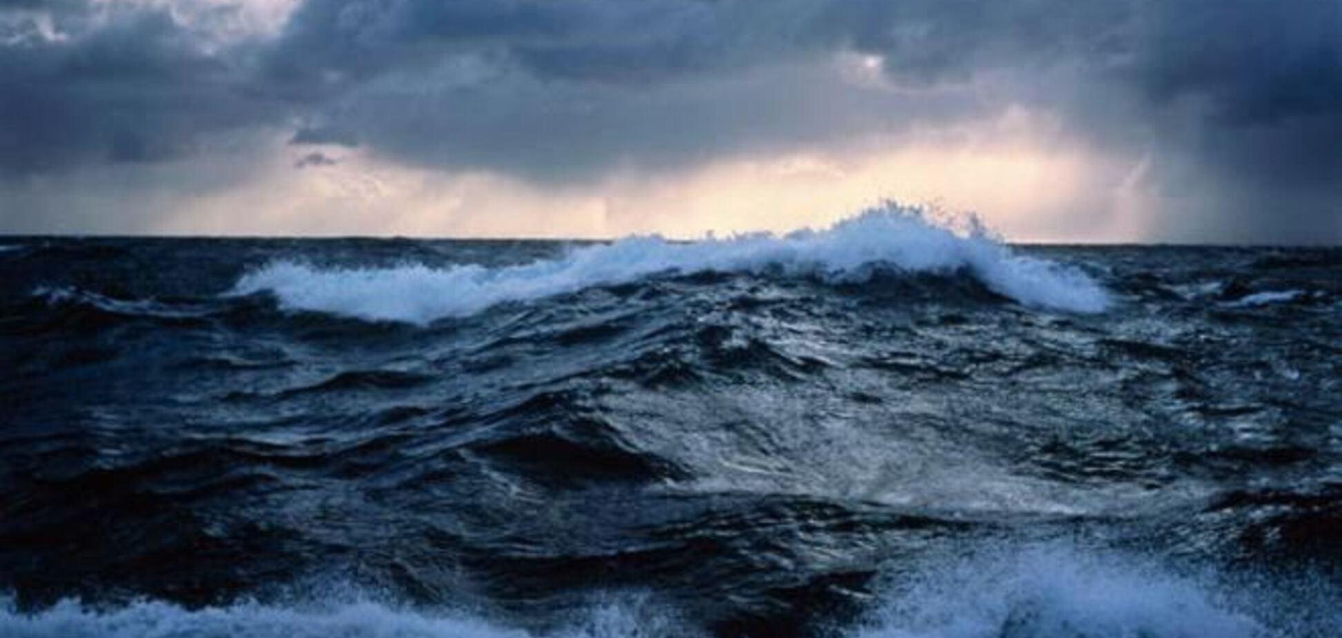 В Севастополе суднам запретили выход в море из-за шторма
