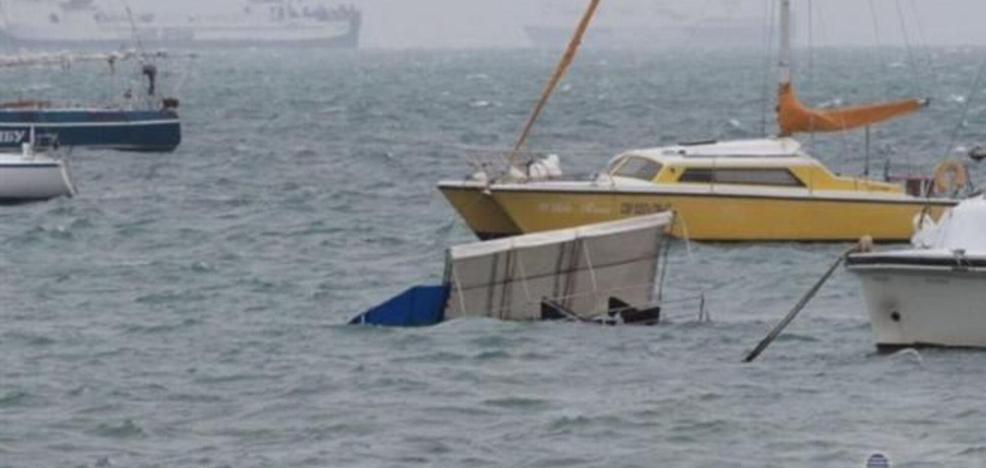 В Евпатории мощный шторм топил катера