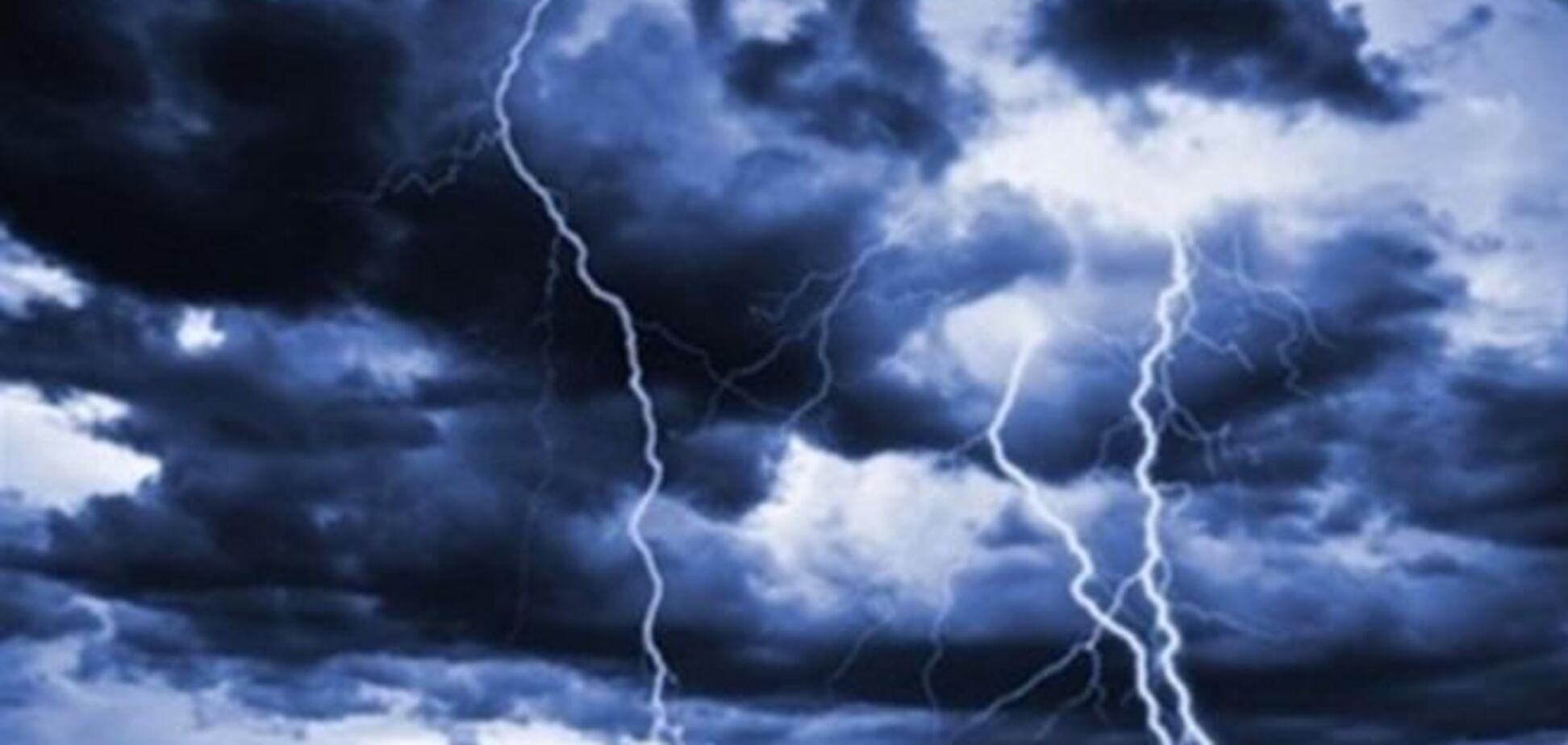 Непогода обесточила 20 населенных пунктов на юге Украины