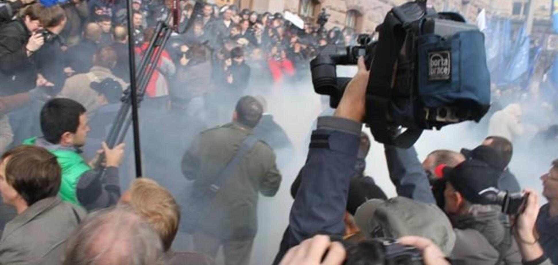 В милиционеров под Киевсоветом бросили дымовую шашку