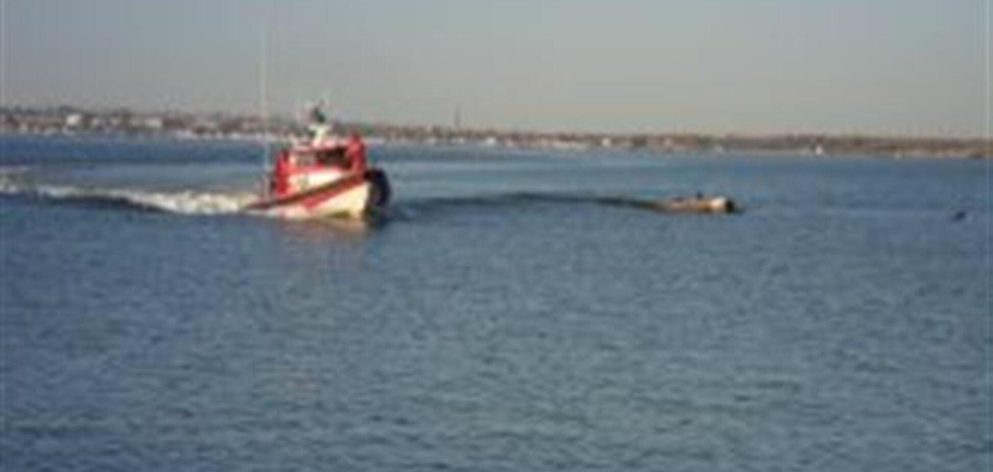 На Запорожье спасли рыбака, сутки дрейфовавшего в море