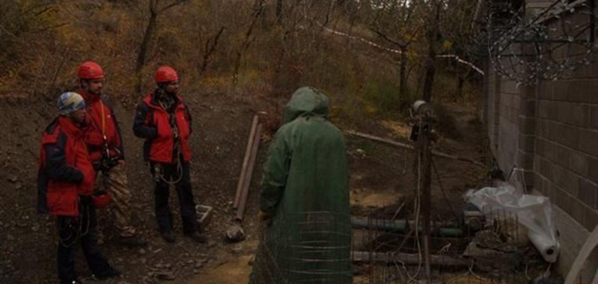 В Алуште нашли тело рабочего, которого засыпало землей в 30-метровом колодце