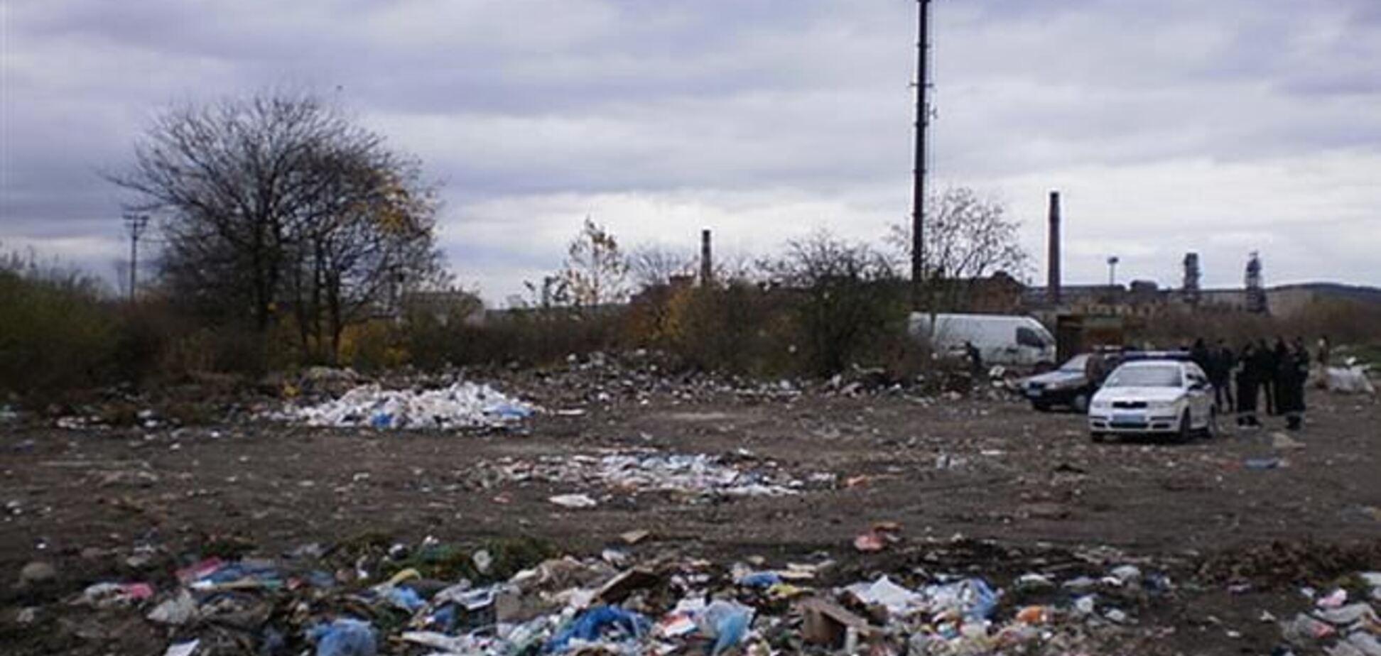 Родители, забив двухлетнего ребенка до смерти, закопали его на мусорной свалке