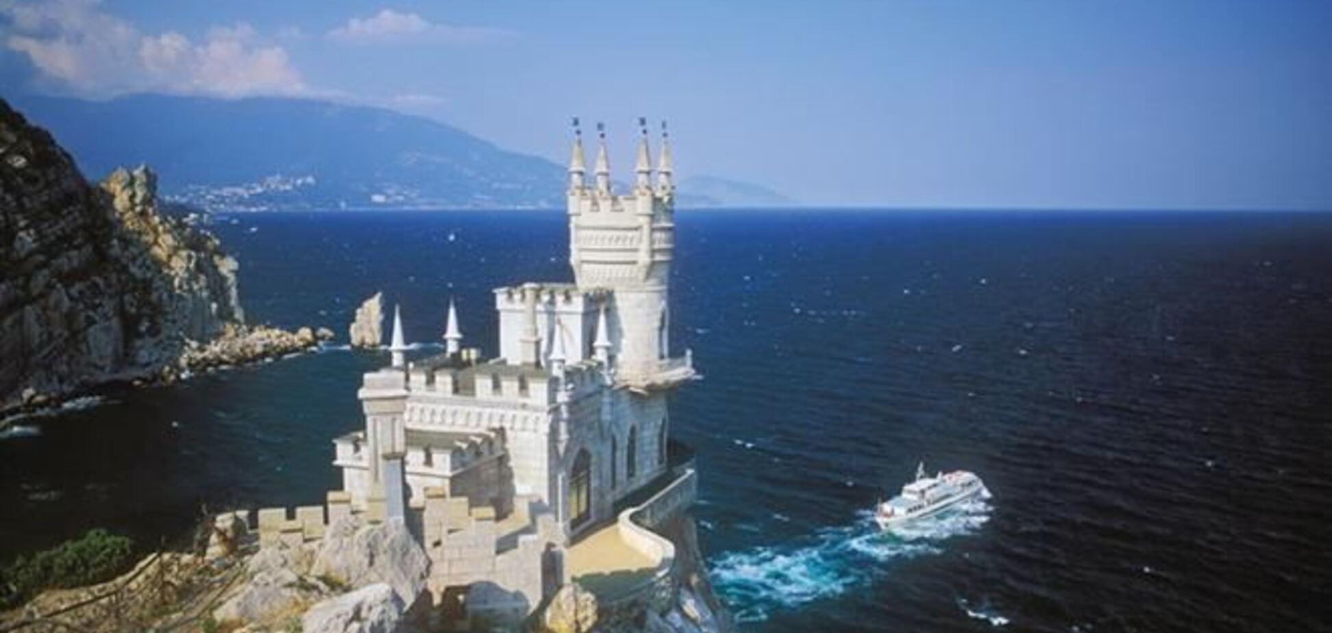 Россия за 6 месяцев вложила в курорты и отели Крыма более $350 млн