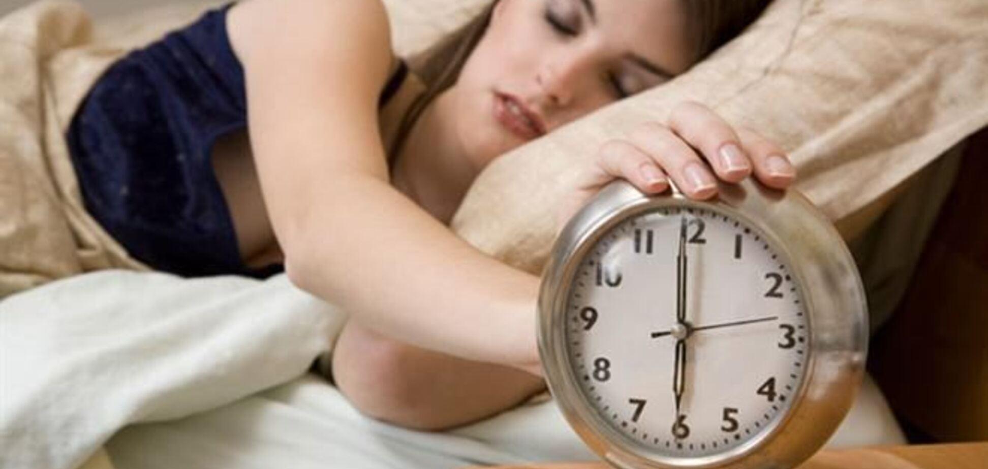 Медик рекомендует засыпать не позже 22 часов