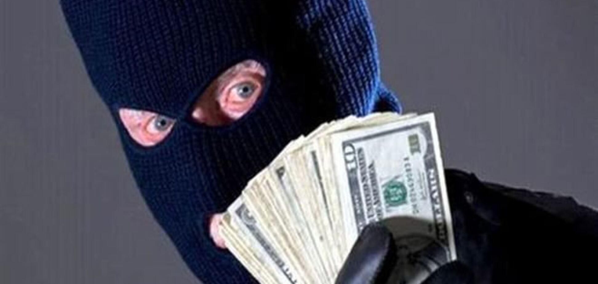 На Закарпатье неизвестный с пистолетом ограбил банк