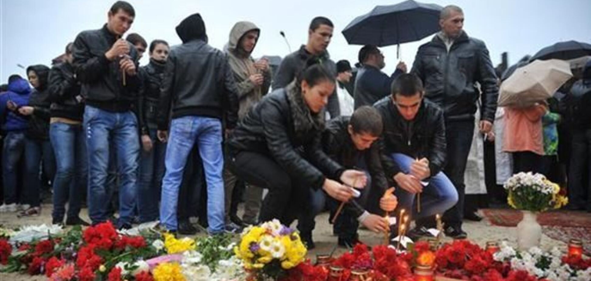 На місці теракту в Волгограді встановили поклонний хрест з іменами жертв