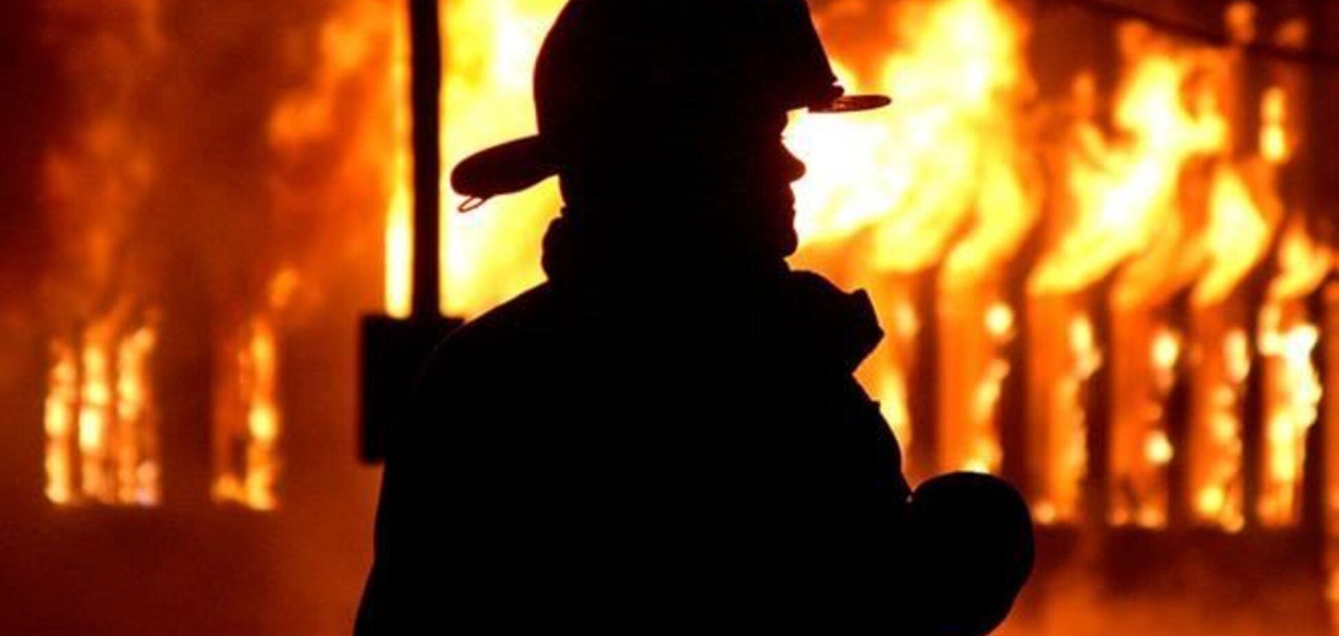Вблизи Ялты третий час тушат пожар в жилом доме