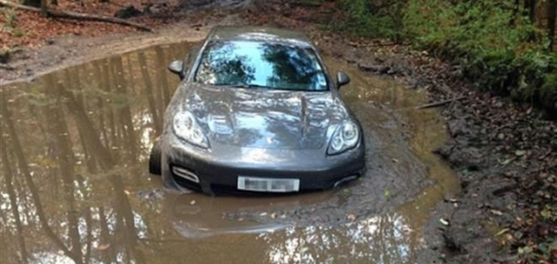 Футболист сборной Англии утопил свой Porsche в болоте