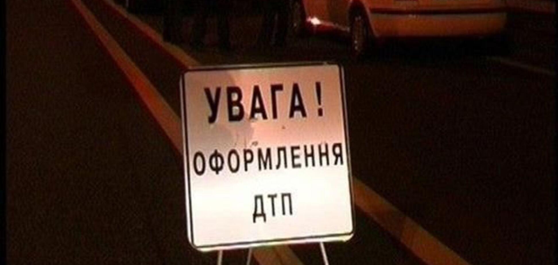 В Киеве пьяный на джипе врезался в мусоровоз