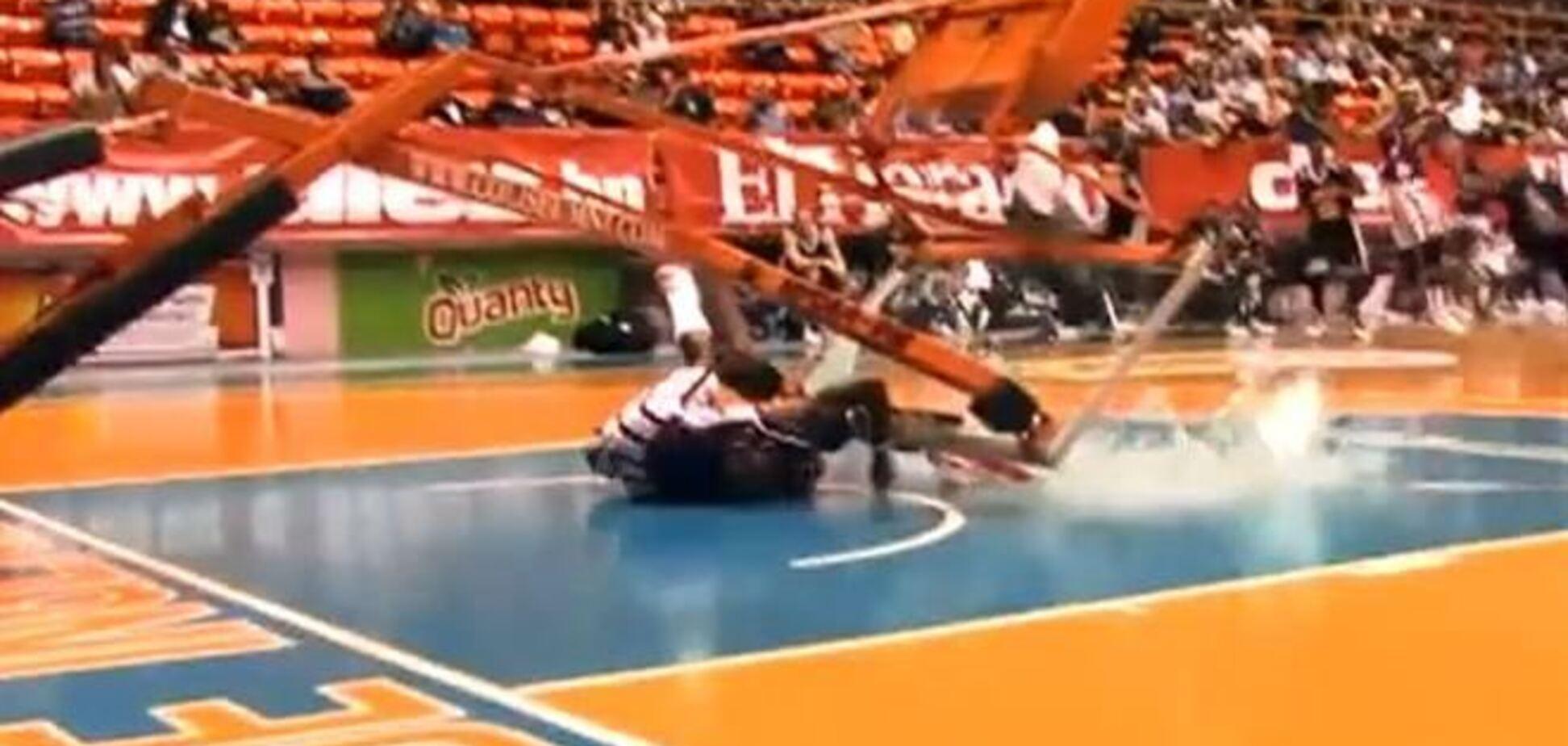 Баскетбольный трюкач едва не погиб во время матча